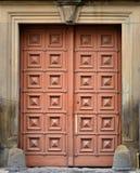 La textura de la puerta de madera vieja Al aire libre compita imagenes de archivo