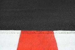 La textura del asfalto de la raza y el encintado en Grand Prix circulan Imagen de archivo