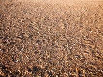 La textura del fondo del piso de la playa empiedra el diverso sol mojado de los adoquines Imágenes de archivo libres de regalías