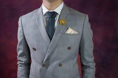 La textura gris de la tela escocesa del traje, dobla breasted Imágenes de archivo libres de regalías