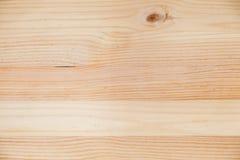 La textura marrón clara con los nudos, resina del tablón de madera de pino puntea Imágenes de archivo libres de regalías