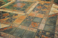 La textura tejó el piso en un estilo del mosaico Foto de archivo libre de regalías