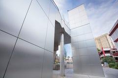 La texture d'acier inoxydable ou le mur en métal a couvert de tuiles des panneaux Image stock