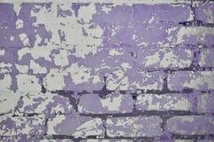 La texture d'un mur de briques très vieux avec un épluchage et une Co rugueuse Image libre de droits
