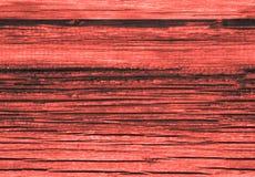 La texture de fond du vieux rouge de corail vivant a peint le mur de revêtement en bois de conseils Fond de corail vivant de coul images libres de droits