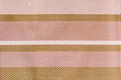 La texture de grands textiles de tissage d'un plan rapproché Fond abstrait avec pâle - rose et rayures brunes photos stock