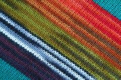 La texture de l'alpaga rayé coloré a tricoté le tissu de laine dans les modèles diagonaux photographie stock