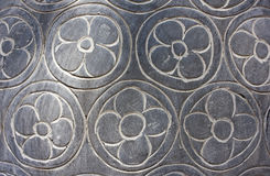 La texture des fleurs a découpé dans la pierre grise Image libre de droits