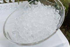 La texture des glaçons, cubes congelés de glace Glace de cocktail Photos libres de droits