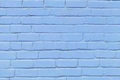 La texture du mur de briques de beaucoup de rangées des briques peintes dans la couleur bleue photo libre de droits