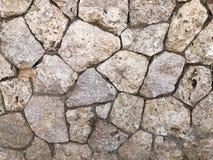 La texture du mur est faite en beau vieux, vieux, brouillé gris doux et naturel en masse présenté sans lacunes, pavés ronds, photo libre de droits