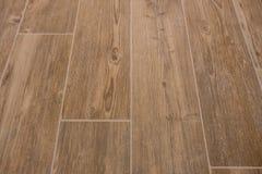 La texture en bois a couvert de tuiles le plancher - grès en bois images stock