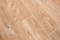 La texture en bois a couvert de tuiles le plancher - grès en bois images libres de droits