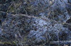La texture est une belle pierre bleue avec éclabousse de l'émeraude et du W Images libres de droits