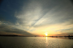 La texture opacifie le bleu d'éternité de coucher du soleil Image libre de droits