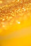 La texture ou le scintillement légère de bokeh d'or allume le backgrou de fête d'or photos libres de droits