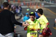 la 118th maratona di Boston ha avuto luogo a Boston, Massachusetts, lunedì 21 aprile il giorno 2014 dei patrioti achilles fotografie stock