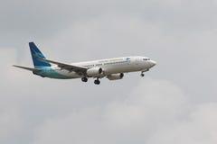 LA THAÏLANDE, BANGKOK 3 MARS : Vol d'avion de Garuda Airline au-dessus de suvarna Photos stock