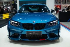 La Thaïlande - décembre 2018 : Voiture chère bleue de BMW m2 de couleur, vue franche étroite pr?sent? dans l'expo Nonthaburi Tha? photographie stock