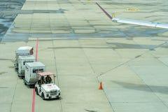 La Thaïlande, Don Muang International Airport, Bangkok, - 23 juillet 2018 : Transportez les chariots avec les bagages chargés sur photographie stock