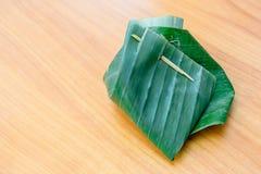 La Thaïlande a enveloppé le dessert fait de feuilles de banane photo stock