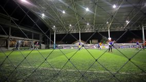 La THAÏLANDE, KOH SAMUI, le 16 juillet 2014 footballeurs banque de vidéos