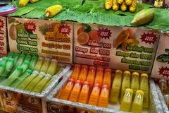 La Thaïlande, Pattaya, 25 06 2017 jus naturels dans des bouteilles dans T Image libre de droits