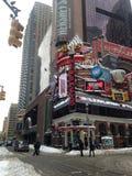 La tienda de Hershey en Times Square en nieve imagen de archivo libre de regalías