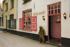 La tienda de las necesidades del oso Brujas bélgica Imagen de archivo