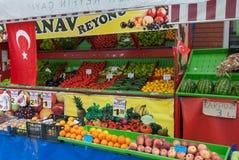 La tienda del frutero en Turquía Imagen de archivo libre de regalías