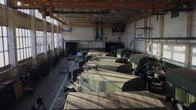 La tienda grande de una empresa militar-industrial Visi?n desde el quadcopter almacen de metraje de vídeo