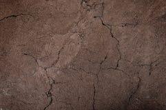 La tierra agrietada y estéril, suelo seco texturizó el fondo Fotografía de archivo