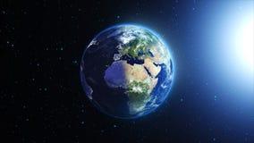 La tierra del planeta en universo o espacio, la tierra y la galaxia en una nebulosa se nubla Imágenes de archivo libres de regalías