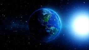La tierra del planeta en universo o espacio, la tierra y la galaxia en una nebulosa se nubla Imagenes de archivo