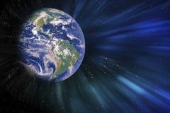 La tierra en la galaxia con los gases y los elementos de las llamaradas de la luz de la fantasía de esta imagen suministró por la imágenes de archivo libres de regalías