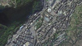 La tierra enfoca en enfoque fuera del la Vella Andorra de Andorra almacen de video