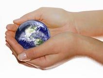 La tierra está en sus manos Foto de archivo