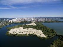La tierra y la ciudad Imagen de archivo