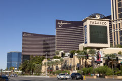 La tira de Las Vegas con Palazzo, Wynn y los casinos de la repetición imagen de archivo libre de regalías