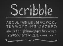 La tiza dibujada mano pone letras a números y a símbolos Alfabeto en una pizarra ilustración del vector