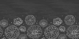 La tiza florece la frontera horizontal de la pizarra Imágenes de archivo libres de regalías