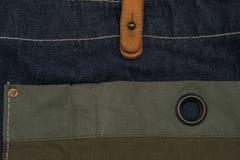 La toile naturelle a barré le textile vert texturisé rugueux /green de tissu Photos libres de droits