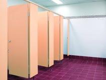 La toletta arancione del portello nell'ufficio Immagini Stock Libere da Diritti