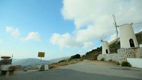 La toma panorámica tiró de los molinoes de viento históricos en mykonos,
