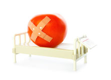 La tomate se situe dans le bâti d'hôpital Images libres de droits