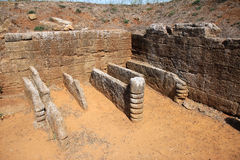 La tomba dei letti funebri在Populonia,意大利 免版税库存照片