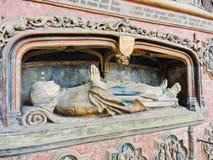 La tomba del vescovo nella cattedrale di Amiens, Francia Immagini Stock
