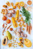 La tonalità arancio ha tonificato i prodotti freschi della raccolta Fotografie Stock