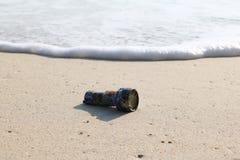 La torche, lampe-torche sur la plage Photos stock