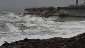 La tormenta en el mar de Azov almacen de metraje de vídeo